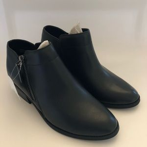 NWT booties Size 7.5 black womens